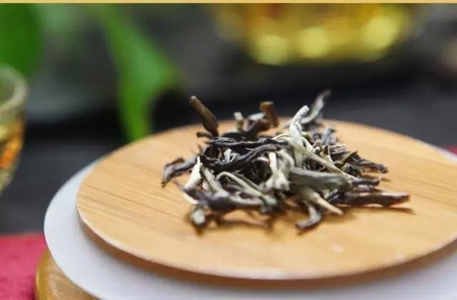为何越久的白茶越贵
